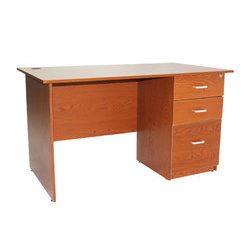 Kancelársky stôl z dreva