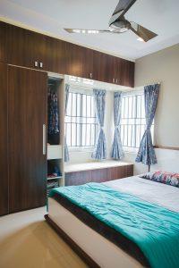 Vstavané skrine aj nad posteľou