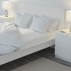 postelna-bielizen-v-rôznych-farbách